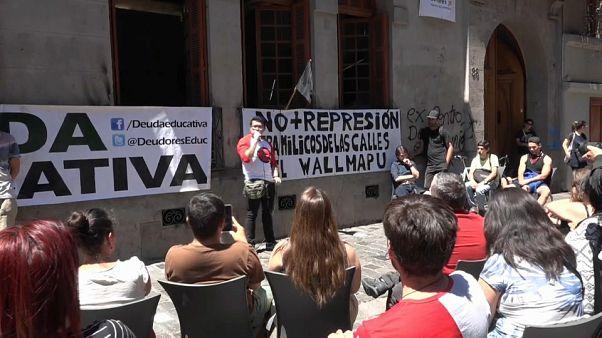 Οι υπερχρεωμένοι φοιτητές και η έκρυθμη κατάσταση στη Χιλή