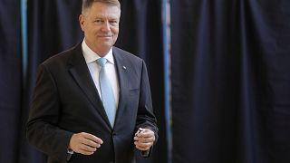 Klaus Iohannis ganaría la primera vuelta de las elecciones en Rumanía, según un sondeo a pie de urna
