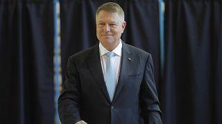 فوز الرئيس يوهانيس بالجولة الأولى للانتخابات الرومانية دون حسمها