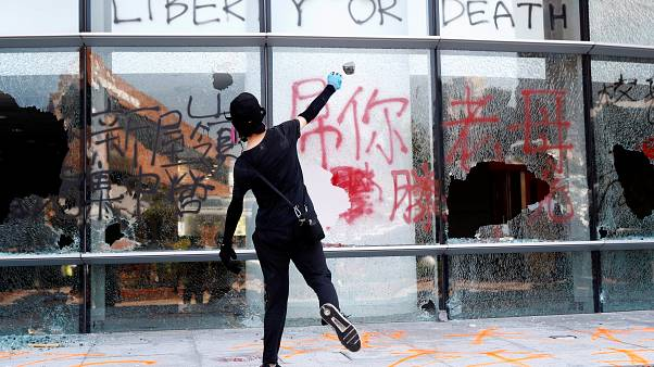 Újabb tüntetőt lőttek meg Hongkongban