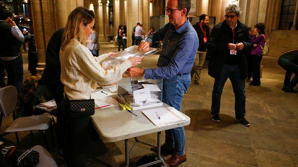 انتخابات إسبانيا: اليمين المتطرف المعادي للهجرة يصبح ثالث قوة في البرلمان