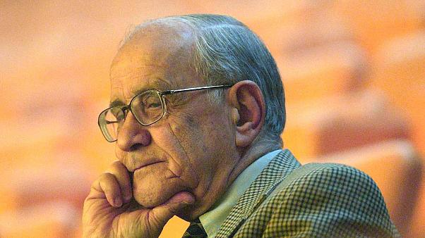 Rahatsızlığı nedeniyle bir süredir tedavi gören Anayasa hukuku profesörü ve eski Dışişleri Bakanı Prof. Dr. Mümtaz Soysal (90) hayatını kaybetti.