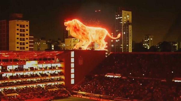 Ένα «φλεγόμενο» λιοντάρι στο γήπεδο της Εστουντιάντες