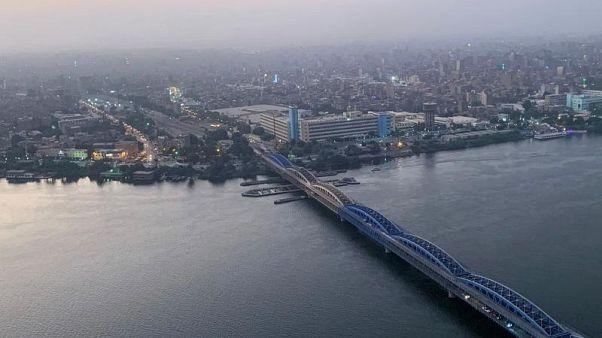 L'Imbaba Bridge, ponte di acciaio sul Nilo al Cairo.