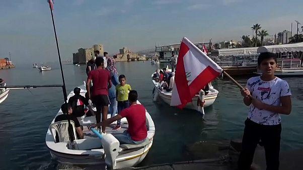متظاهرون على متن قوارب في مدينة صيدا جنوب لبنان  11.11.2019
