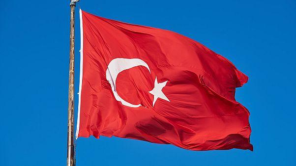 """مؤيدو تركيا يلجأون للتضليل في حربهم الإعلامية أثناء عملية """"نبع السلام"""""""