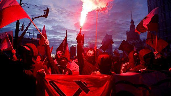 راهپیمایان ملیگرای افراطی در لهستان