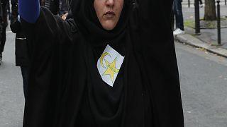نجمة صفراء تطرح الجدل خلال المسيرات المنددة بالإسلاموفوبيا في فرنسا