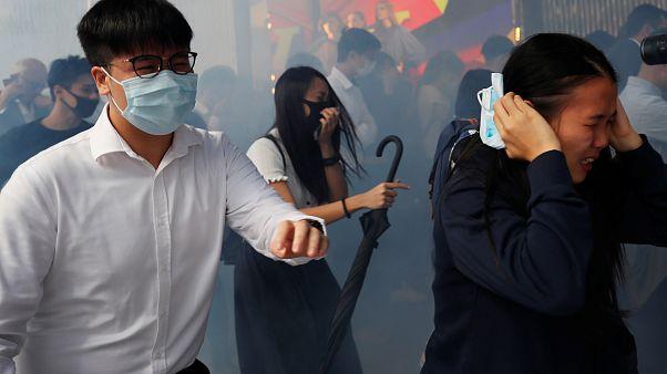 Újabb blokádok, könnygáz és erőszak Hongkongban