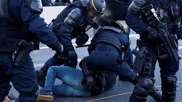 La policía despeja la autopista de La Jonquera