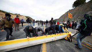 Katalán tüntetők zárták le a spanyol-francia határt