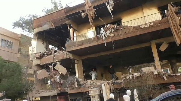 آثار الغارة الإسرائيلية على دمشق والتي خلّفت مقتل شخصين أحدُهما نجل قيادي في حركة الجهاد الإسلامي 12.11.19