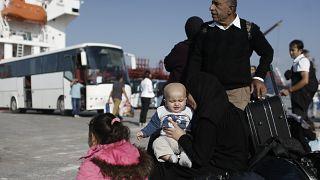Στον Πειραιά 367 μετανάστες και πρόσφυγες από τη Μυτιλήνη