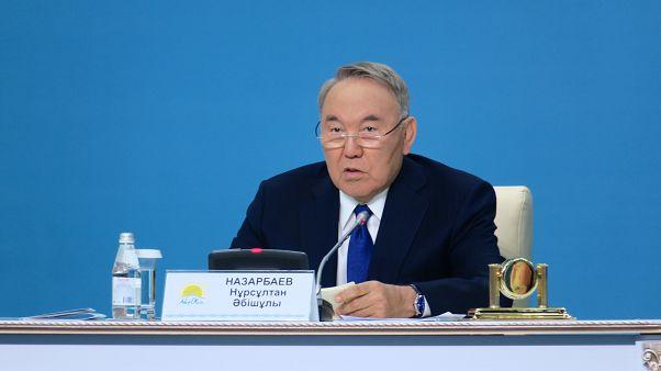 Eski Kazakistan lideri Nazarbayev, Putin-Zelenskiy zirvesi için arabuluculuk yapıyor