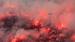Parolen und Pyrotechnik: Zehntausende bei rechtsextremem Marsch