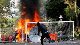Pico de violência em Hong Kong