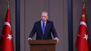 Türkiye Cumhurbaşkanı Recep Tayyip Erdoğan, ABD'ye hareketinden önce Esenboğa Havalimanı'nda gazetecilere açıklamalarda bulundu.