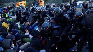 Opération de police à la frontière franco-espagnole pour déloger les manifestants