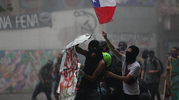 Los chilenos vuelven a echarse a las calles para protestar contra un proyecto de nueva Constitución