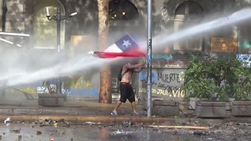 Nem engednek a tüntetők Chilében