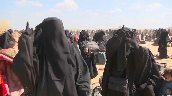 Femmes soutenant le groupe Etat Islamique à Baghouz (Syrie), le 6 mars 2019.