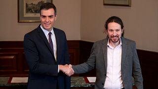 Pedro Sánchez y Pablo Iglesias firman un acuerdo para una coalición de gobierno en España