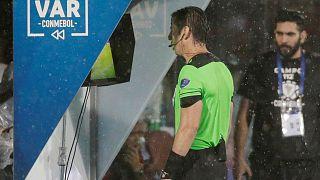 Το VAR στο επίκεντρο της ποδοσφαιρικής συζήτησης