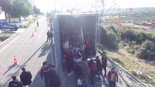 La fuga degli afghani dal loro Paese a brandelli