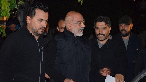 Ahmet Altan, İstanbul Göztepe'deki evinde gözaltına alındı