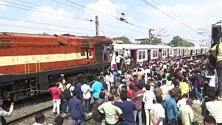 Deux trains entrent en collision frontale dans le sud de l'Inde