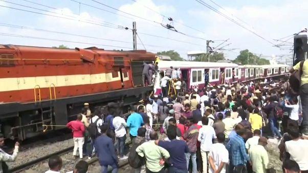 Индия: лобовое столкновение поездов