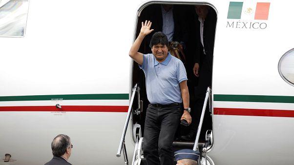 موراليس يصل إلى المكسيك بعد حصوله على لجوء سياسي وبوليفيا تبحث عن رئيس جديد