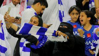 Stadyumda kadın taraftarlar, Riyad, Suudi Arabistan
