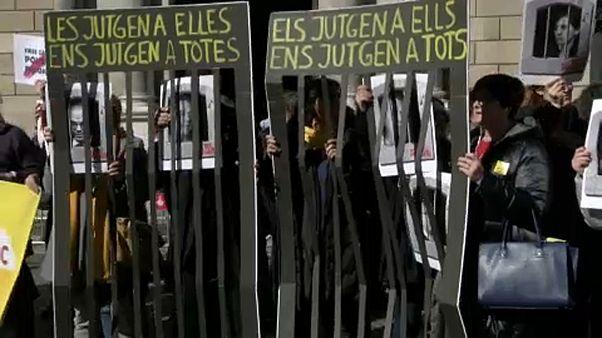 Kiadatás és szabadulás - bíróságok tárgyalják a katalán vezetők sorsát