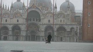 Acqua alta da record a Venezia: 187 centimetri, mai così dal '66