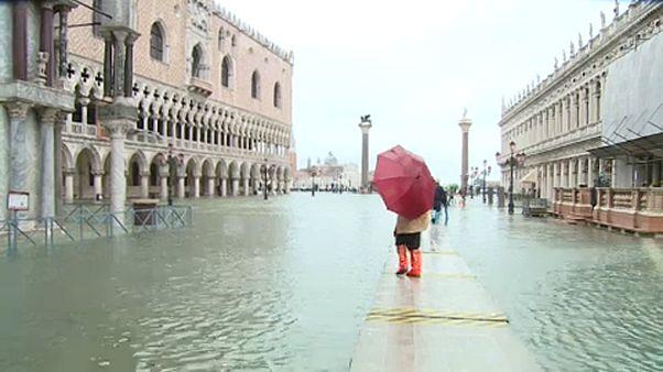 Veneza com maré alta quase histórica