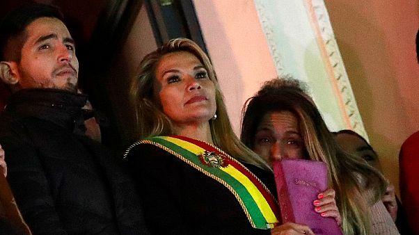 """Bolivia, la presidente ad interim Áñez : """"La nostra forza è dio"""""""