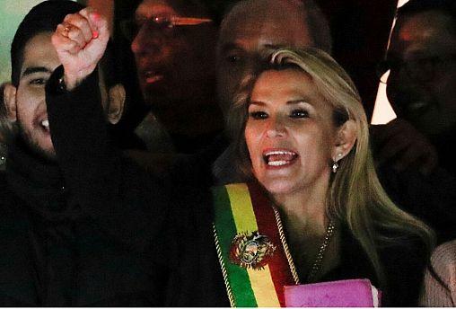 سناتور راستگرا خود را رئیس جمهور موقت بولیوی معرفی کرد