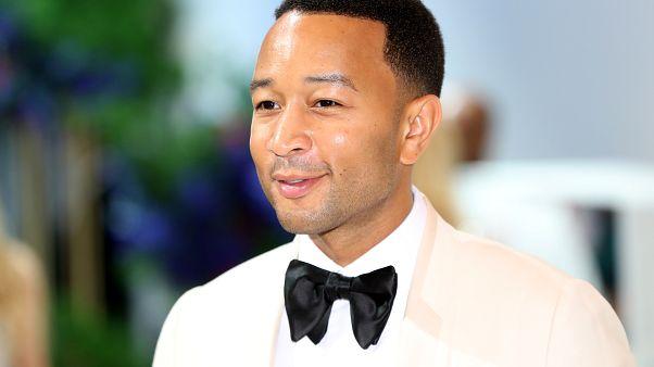 Amerikan People dergisi, oyuncu ve şarkıcı John Legend'ı 'yaşayan en seksi erkek' seçti