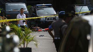 الشرطة الأندونيسية في مكان الهجوم في مدينة مدان الأندونيسية 13/11/2019