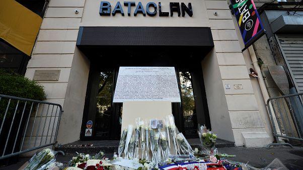 Homenageadas vítimas dos atentados de 13 de novembro de 2015 em França