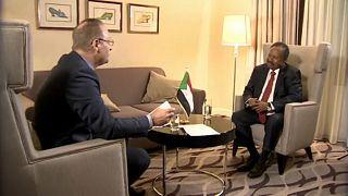 """Para el primer ministro de Sudán, """"la prioridad es detener la guerra"""""""