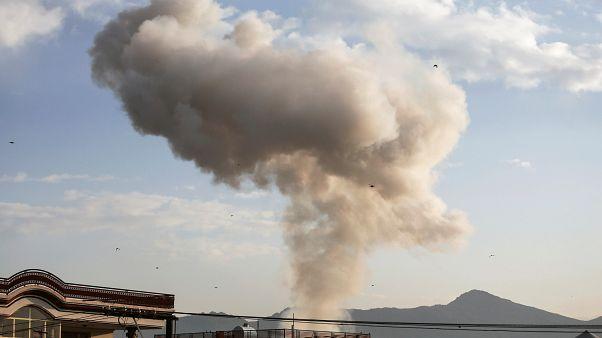 Rauch steigt nach der Explosion der Autobombe auf