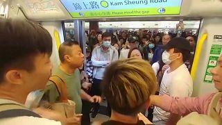 Karácsonyfát égettek a tüntetők Hongkongban