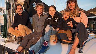 """""""So happy!"""" Greta segelt mit einer Familie zur COP25 nach Madrid"""