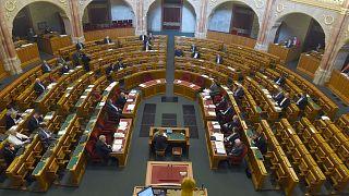 Drákói szigorítások a magyar parlamentben
