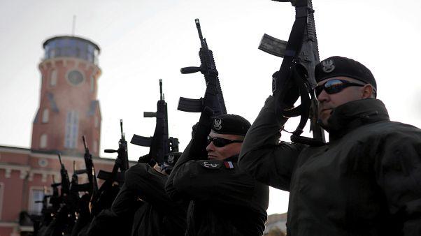 قوات الأمن البولندية خلال استعراض بمناسبة يوم الاستقلال الوطني