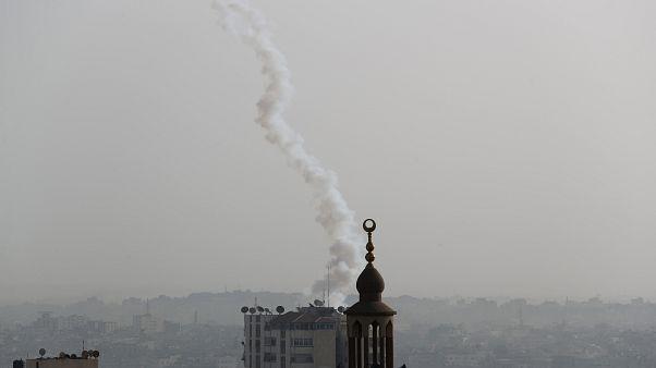 آثار صاروخ تم إطلاقه من عزة اليوم