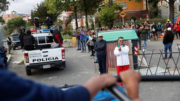 Patrullas policiales el 12 de noviembre en las calles de La Paz.