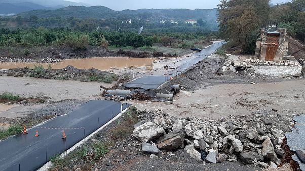 Ολική καταστροφή υπέστη η αυτοσχέδια διάβασης του Κερίτη, στα Χανιά, λόγω της κακοκαιρίας
